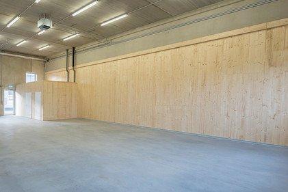 Gute mechanische und brandtechnische Eigenschaften machen Brettsperrholz für den Bau von Betriebsparks interessant.