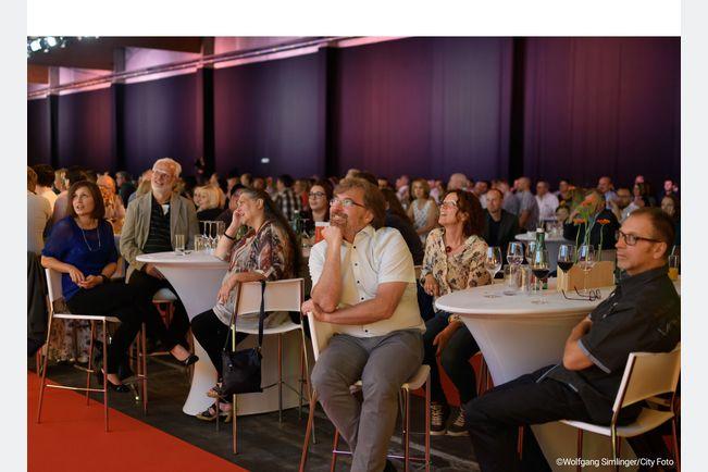 Alex Kristan bot 600 Besuchern Kabarett vom Feinsten.