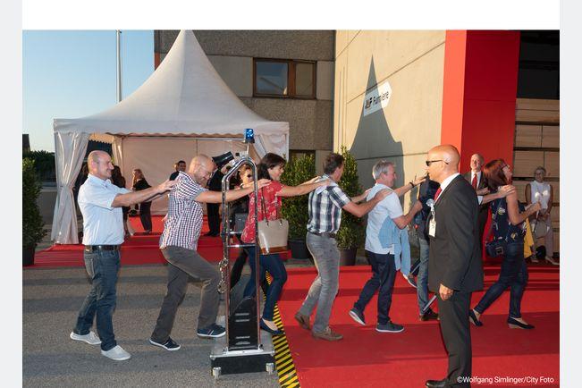 Der Security-Check am Eingang trug gleich zu Beginn der Veranstaltung zur guten Stimmung bei.