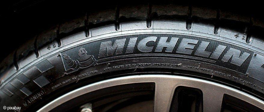 Der französische Autoreifenhersteller Michelin will in zwei Jahren die ersten Reifen aus Holz präsentieren. | © pixabay