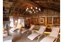 Sonnenverbrannte Bretter und Altholzbalken, originaler Altholzboden