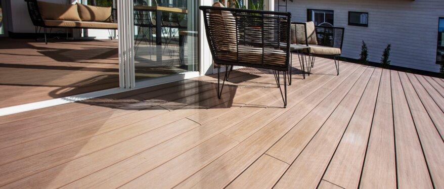 WPC-Terrassendielen für eine äußerst hohe Haltbarkeit. | © UPM ProFi Piazza